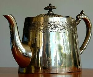 WALKER AND HALL SHEFFIELD ENGLAND SILVER PLATED TEAPOT GARLAND DESIGN