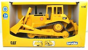 Bruder CAT CATERPILLAR Bulldozer 1:16 Scale 02424 - New in Box