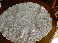 Lovely Vintage Italian Linen Centerpiece Filet Lace Grape Leaves