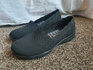 Skechers  Classic Fit air cooled memory foam Shoes Size UK 5  Black  New