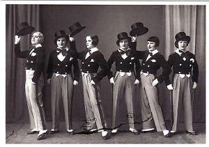 Kunstpostkarte - Alida Williams uns ihre Dancing-Girls als Eton-Boys