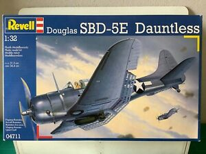 1/32 Revell Douglas SBD-5E Dauntless 04711 Old Kit. Started.