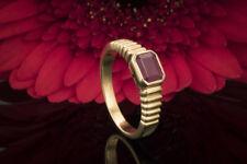 Schmuck Rubin Solitär Ring mit Charakter Tief rote Farbe und feines Gelbgold 750