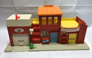 Rare Vintage 1973 Fisher Price Theater Play Family Village