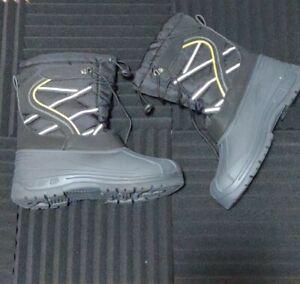 Men's SIZE 12  Rainboots Mudboots  Boots Black Reflective