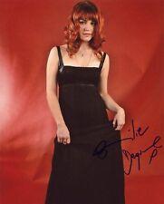 AUTOGRAPHE SUR PHOTO 20 x 25 de Emilie DEQUENNE (signed in person)