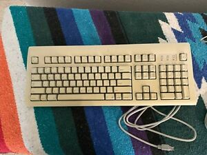 ClassicVintage Apple Mac Pro 1995 Keyboard and Mouse, Both With PS/2 Connections