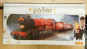 HORNBY R1234 Harry Potter Hogwarts Express Electric Train Set DCC Ready NEW