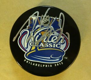 Autographed WAYNE SIMMONDS Signed 2012 Winter Classic Flyers Hockey Puck