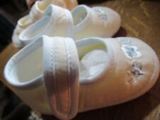 Sarah Louise baby girls shoes. size 2. New. Cream with embroidered blue flowers