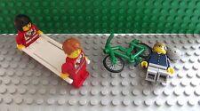 Lego NUOVO MINI PERSONAGGI 2 Paramedici RAGAZZO SU BICICLETTA Fallen Off Now On