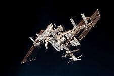 Encadrée Imprimer-ISS & endeavour navette spatiale vue de l'espace (Photo Poster art