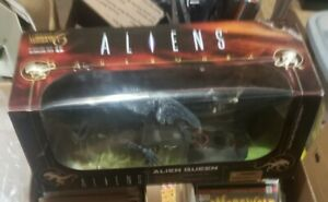 Alien Queen McFarlane Toys Figure Movie Maniacs 6 Deluxe Boxed Set Diorama New