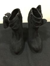 Woman's ankle boots size 6m