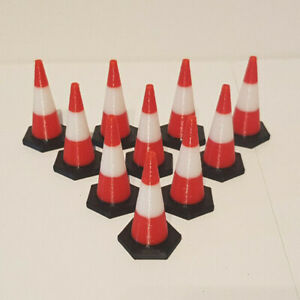 1:24th scale Traffic Cones (10 pack) Black base with Red/White top. 39mm tall