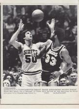 Lakers Kareem Abdul-Jabbar watches Sixers' Steve Mix- 4/1/79-Press Photo