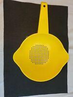 Vintage Tupperware 1 Qt Strainer Colander Yellow/Lemon 2 Pour Spouts #1200