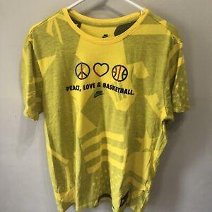 Nike AR0231-719 Peace Love & Basketball Sportswear NYC Wildcard Mens Yellow Tee