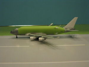 """DRAGON WINGS BOEING 747-400LCF """"LARGE CARGO FREIGHTER"""" 1:400 SCALE DIECAST MODEL"""