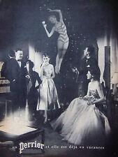PUBLICITÉ DE PRESSE 1953 UN PERRIER ET ELLE EST DÉJA EN VACANCES - ADVERTISING