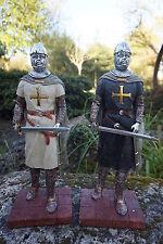 15109  DEUX  FIGURINE  STATUETTE CHEVALIER  ARMURE CROISE TEMPLIER  MEDIEVAL 10%