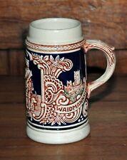 Chope à bière.Origine Allemagne. Décor de scène de chasse, bleu et brun.