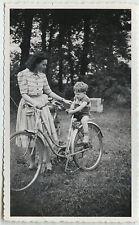 PHOTO ANCIENNE - VINTAGE SNAPSHOT - VÉLO BICYCLETTE ENFANT FEMME MODE - BIKE