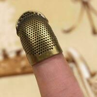 Retro DIY Hand Sewing Thimble Finger Shield Protector Metal. Ring Z9B0