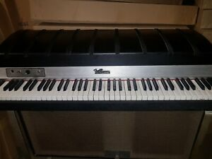 70's FENDER RHODES '73 ELECTRIC SUITCASE PIANO