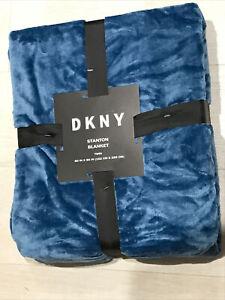 "bnwt DKNY STANTON SOFT FLEECE THROW BLANKET LARGE BLUE 60""x90"" (152cmx229cm)"