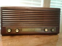 VINTAGE CORONADO WOOD AM TUBE TABLE TOP RADIO WORKING CONITION SOLD AS IS