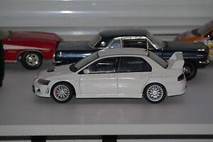 Rare AutoArt 1:18 Mitsubishi Lancer Evo VII Street White Toy Model Rally Car