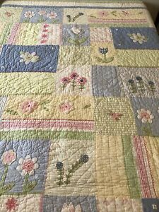Pottery Barn Kids TWIN Applique Quilt Pink Blue Green Flower Pintuck Stripe EUC
