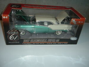 Highway 61 1957 Oldsmobile Super 88 1:18 scale diecast Green/Cream