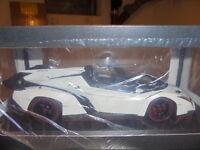 KYOSHO 09502W Lamborghini Veneno Roadster weiss/rot metallic - 1:18 #NEU in OVP