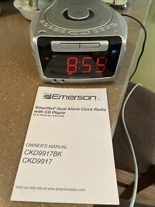 Emerson Smart Set Dual Alarm Clock Radio CD Player CKD9917 FM AM Working Works