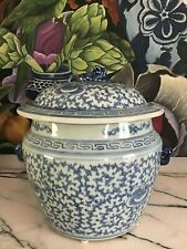 Chinese Blue and White Ceramic Pot with Lid Foo Dog