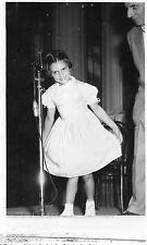 BJ238 Carte Photo vintage card RPPC Enfant chanteuse robe dress salut public