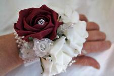 Fiori, petali e ghirlande blu per il matrimonio