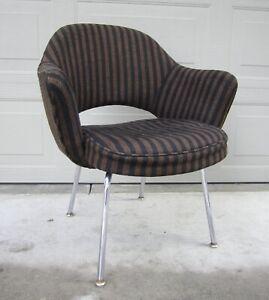 Rare vintage Saarinen Knoll executive arm chair chrome legs in great shape!