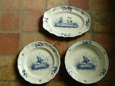 LUNEVILLE.lot de 3 plats differents .Décor au chinois en camaieu BLEU