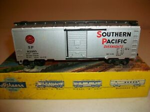 HO - VINTAGE ATHEARN - SOUTHERN PACIFIC 40 FT. BOX CAR - 211