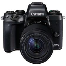 Cámara de Canon EOS M5 A con lente de 18-150 mm