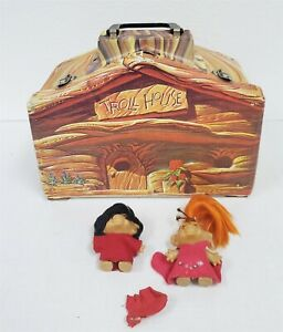 F30 VINTAGE 1960'S VINYL TROLL HOUSE CARRYING CASE WITH TROLLS