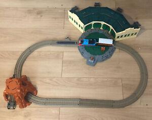 Trackmaster Motorized Railway Tidmouth Sheds Thomas & Clarabel Trains
