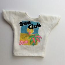 Sindy Doll HASBRO 1992 HOLIDAY Sindy 18277 SUN Club T-shirt vestiti bambole