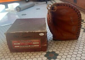 VINTAGE 1940'S SIGNED PHIL CAVARRETTA DIAMOND BRAND MITT + ORIGINAL BOX