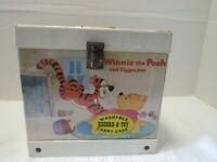 VINTAGE WINNIE THE POOH 45 RECORD & TOY CASE 8 45'S INCLUDED