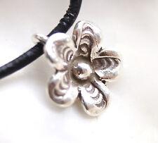 Klein Silber Anhänger Ø 1,2 cm Blume Blüte 3D Floral Rund Verspielt Modern Glanz