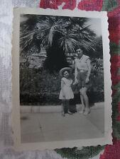 Vintage  Photographie 1954 vacances à Cannes fillette et sa mère snapshot